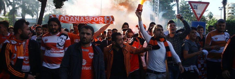 Adanaspor taraftarları olay çıkardı!