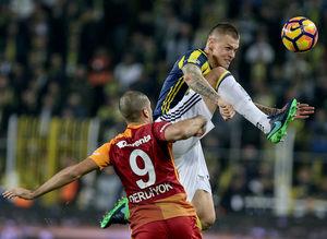 Fenerbahçe - Galatasaray derbisinden Twitter geyikleri!