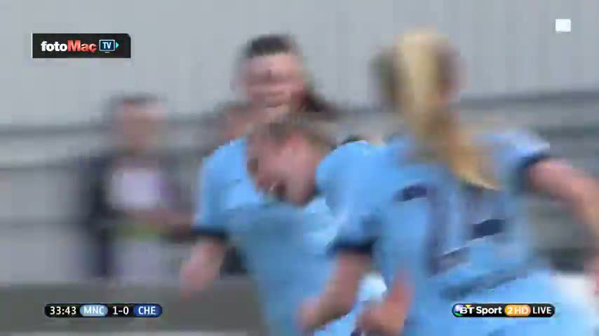 Kad�n futbolcudan ��k vole gol�