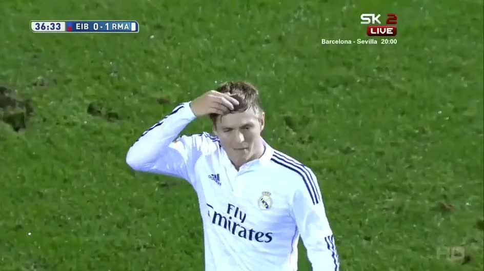 Sergio Ramos kameraman�n akl�n� ald�!