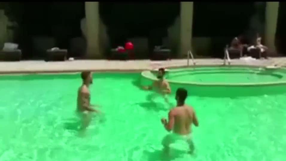 Ronaldo havuzda idman yapt�
