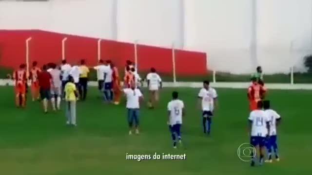 Brezilya'da hakem silah �ekti!