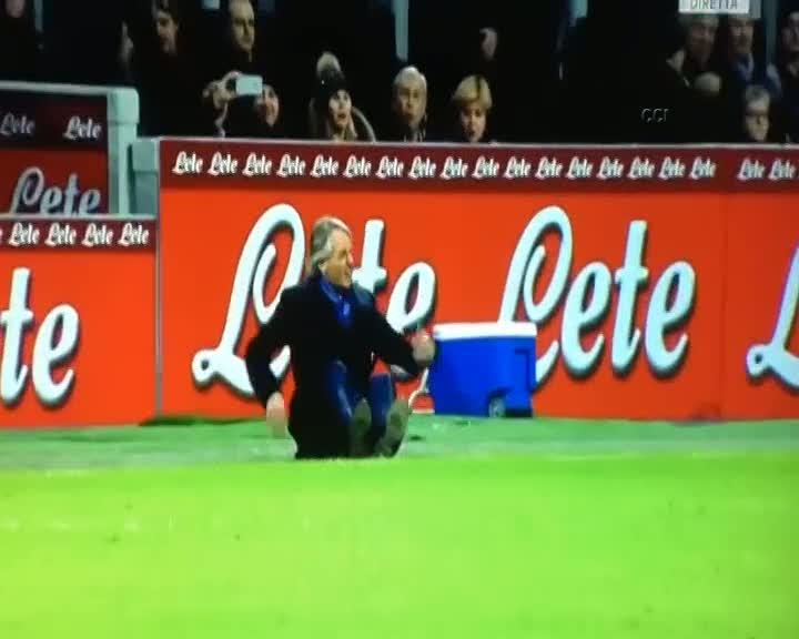 Mancini tepetaklak oldu