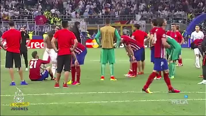 Ramos, rakip oyuncular� tek tek teselli etti