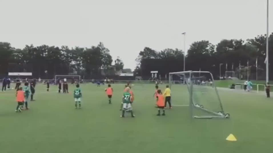 Podolski'nin o�lundan ��k gol