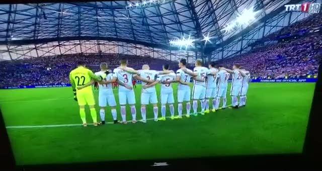 EURO 2016'da �stanbul i�in sayg� duru�u yap�ld�