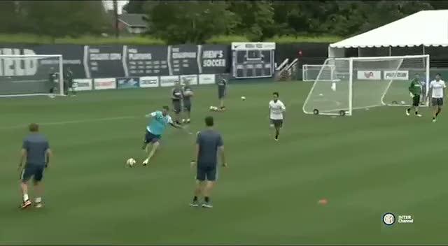 Inter antrenman�nda Caner'den m�thi� gol