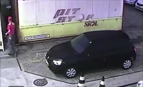 Rio'da g�r�lmemi� olay: Skandal!