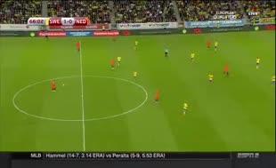 Sneijder Hollanda'yı ipten aldı