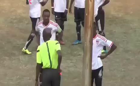 K�rm�z� kart g�ren futbolcu cinnet ge�irdi