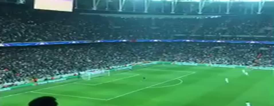Beşiktaş taraftarından tarihe geçen sessiz tezahürat!