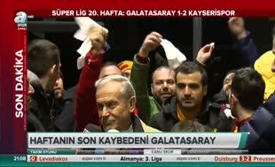 G.Saray yöneticisine beyaz mendilli protesto