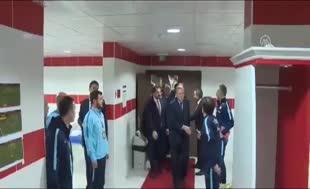 Cumhurbaşkanı Erdoğan'dan millilerin soyunma odasına ziyaret