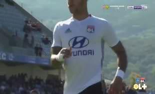 Olympique Lyonlu futbolculara saldırı!