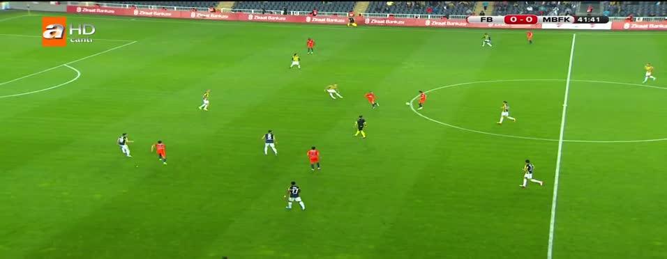 Emre Belözoğlu attı, gole sevinmedi!