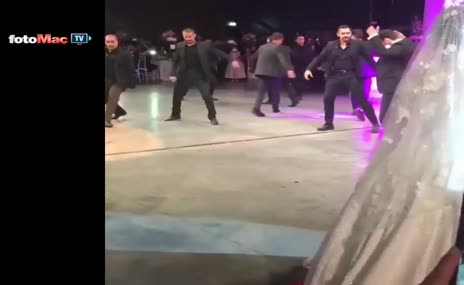 Hakan Çalhanoğlu'ndan zeybek şov