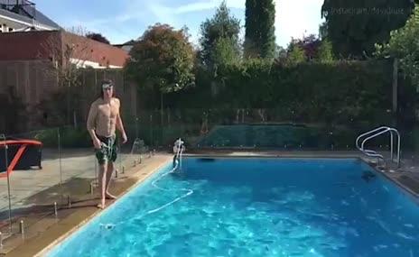 David Luiz'den havuzda vole