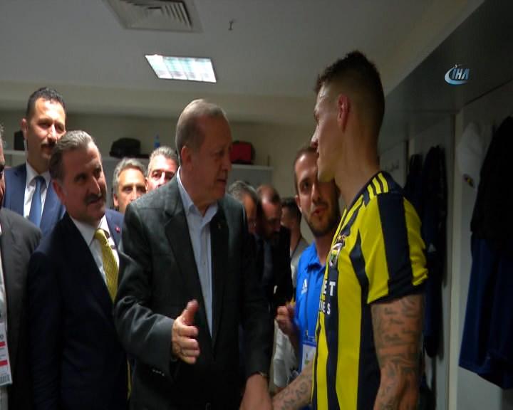 Erdoğan Skrtel'e taktik verdi